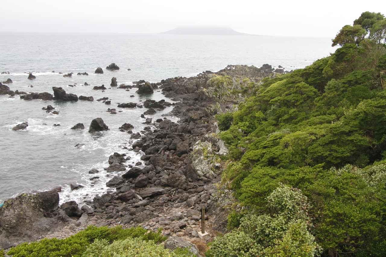 画像: 鐙瀬溶岩海岸