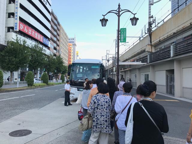 画像: 名古屋駅のバスに乗車する前の風景。いよいよ旅が始まります