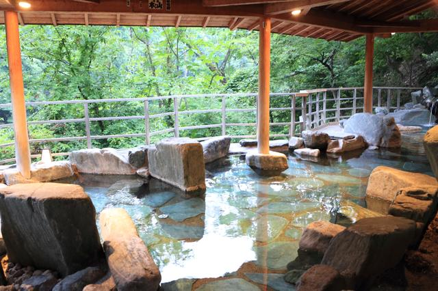 画像: 穴原温泉・吉川屋の露天風呂