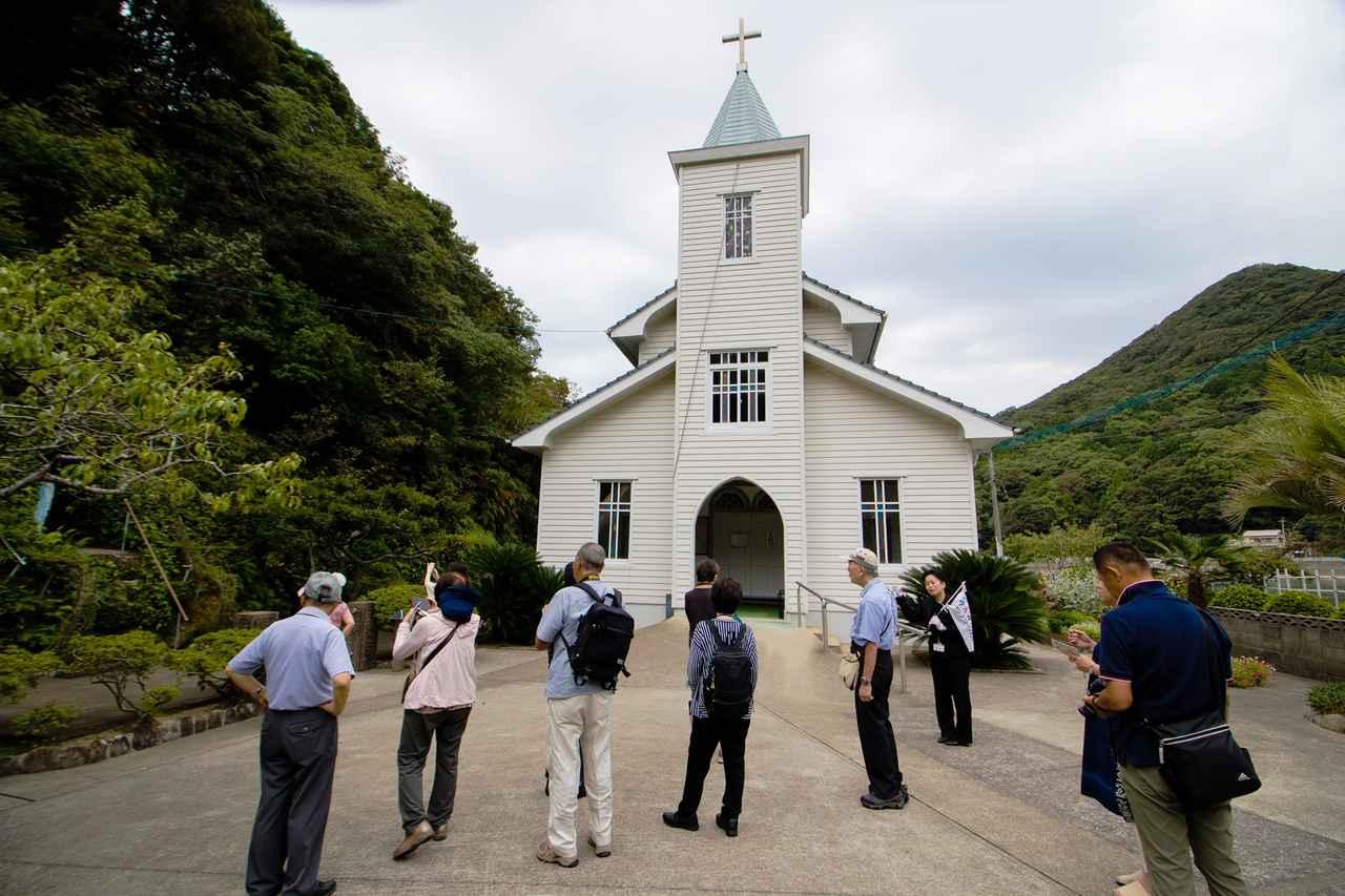 画像: 1925年建立の美しい木造教会、中ノ浦教会。ガイドの案内で内部も見学しました