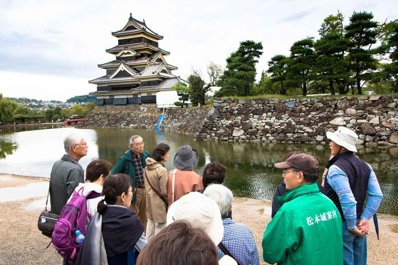 画像: 国宝・松本城は現存する五重六階の天守閣のなかで日本最古を誇ります