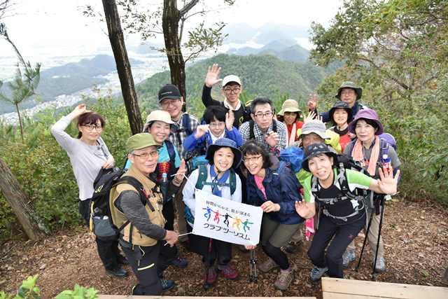 画像: 標高418mの岐阜市最高峰・百々ヶ峰山頂にて