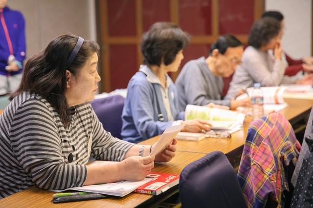 画像: 松本大学の管理栄養士による栄養講座では、皆さん熱心に耳を傾けていました