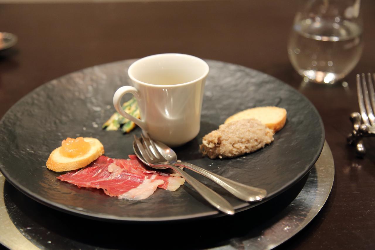 画像: Las tapas(お口取り)の一皿