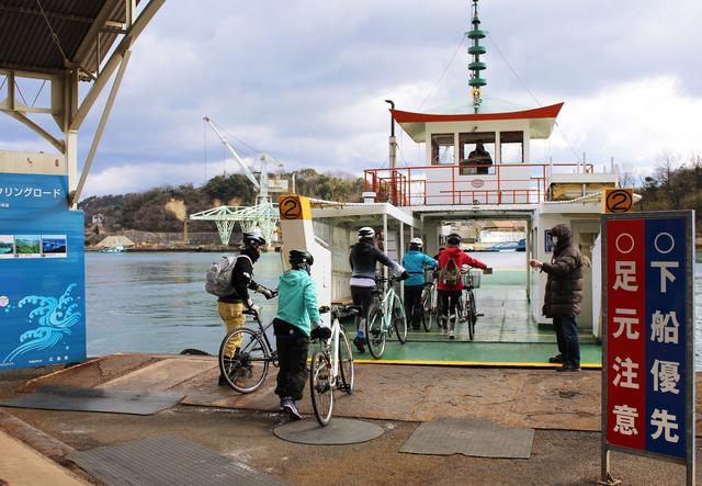 画像: 尾道から向島へは渡船で5分ほど。