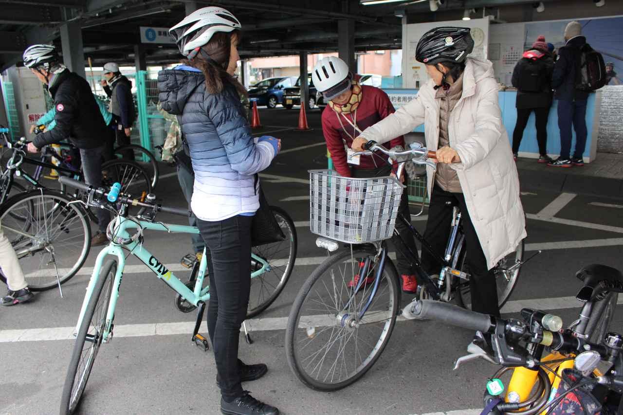 画像: レンタサイクルターミナル。ヘルメットも無料で借りられます。