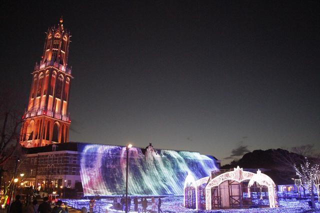 画像: 横幅60mの「光の滝」など夜のハウステンボスは見どころいっぱい ⓒhuistenbosch