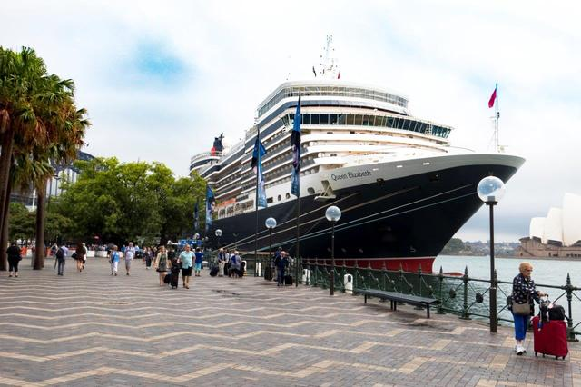 画像: クイーン・エリザベス(シドニー港で撮影)