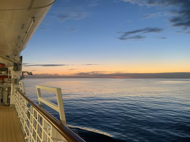 画像: 船上から眺める雄大な風景もクルーズの醍醐味