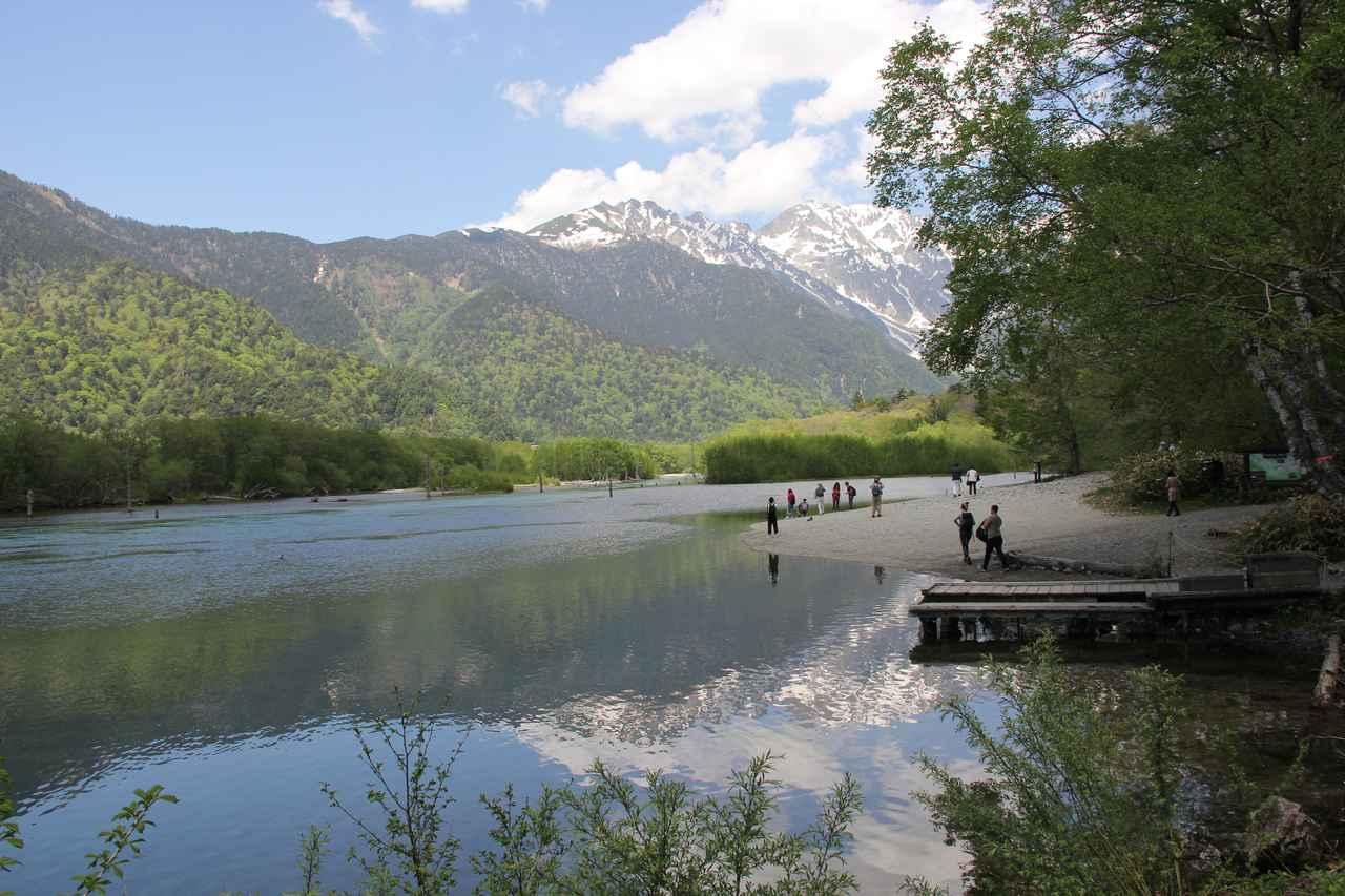 画像: 幻想的な風景の大正池。ここも上高地では人気のエリアです