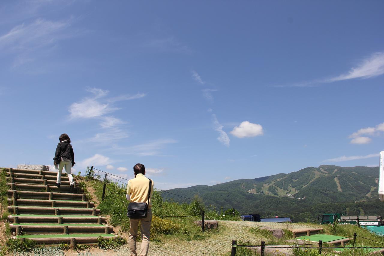画像: ひるがの高原サービスエリアの展望台で深呼吸。上高地への期待も高まる