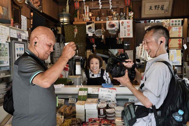 画像: 神田明神の鳥居近くにある甘酒の老舗「天野屋」にて