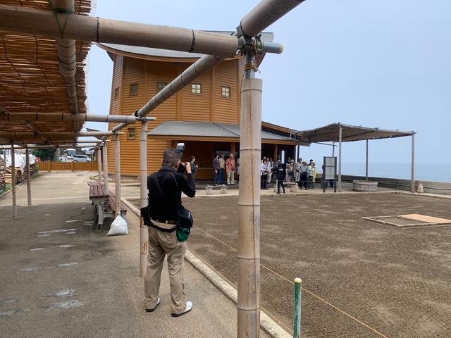 画像: 伝統的な揚げ浜式製塩を受け継ぐ珠洲塩田村を見学