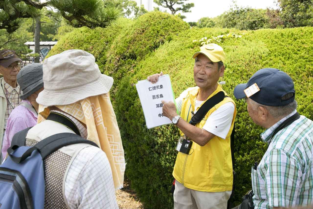 画像: ガイドの一人・小出恵宥さん。親しみやすいキャラクターで旅を盛り上げます