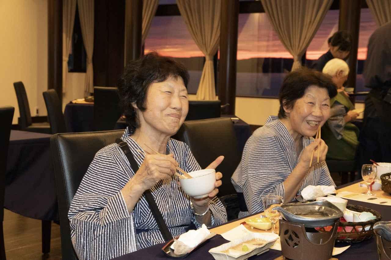 画像: 美味しい~!と最高の笑顔を向けてくれた旅仲間