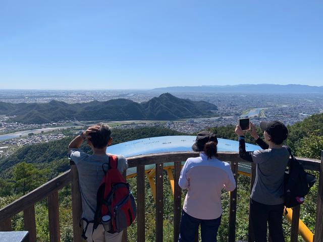 画像: 百々ヶ峰山頂から濃尾平野を眺望