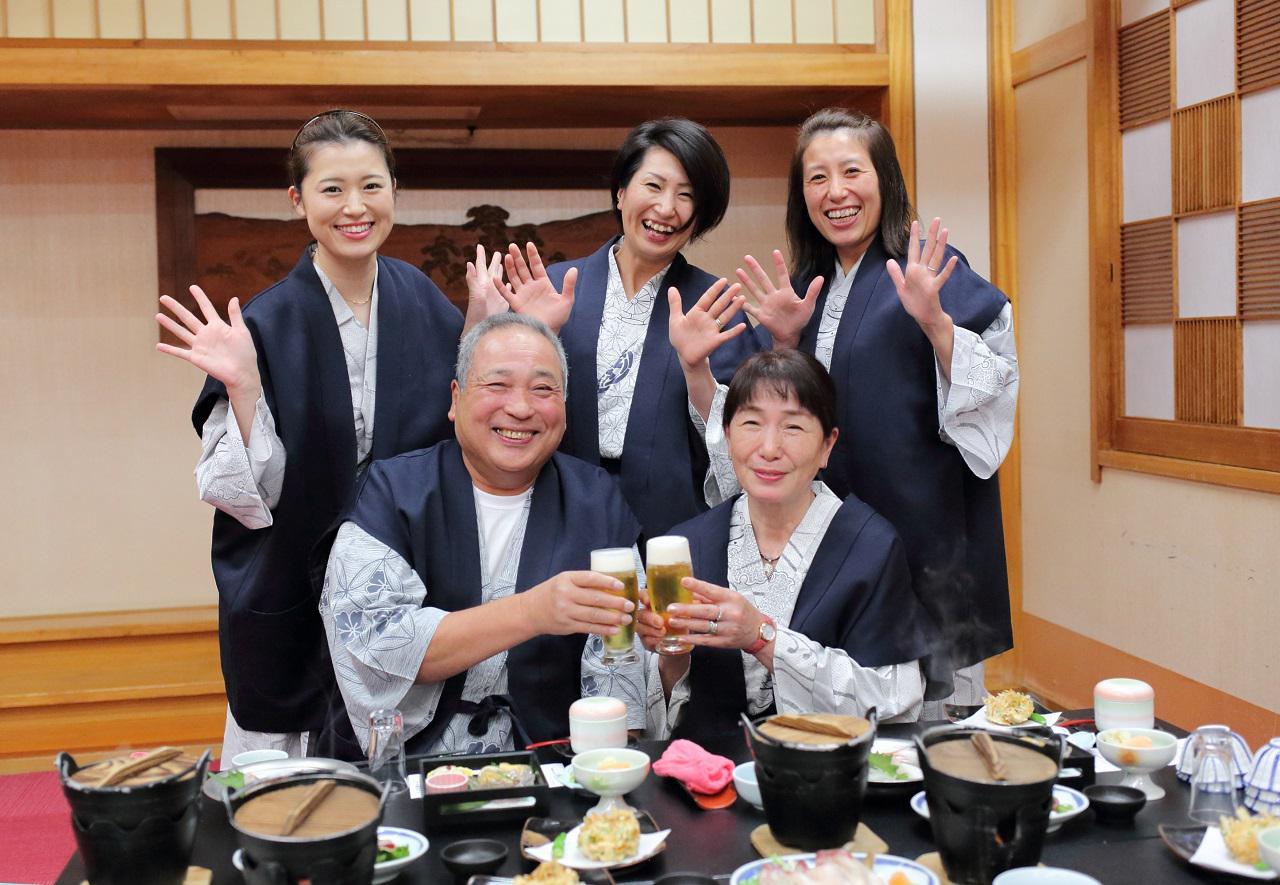 画像: 富山の海の幸をふんだんに使用した夕食に大満足