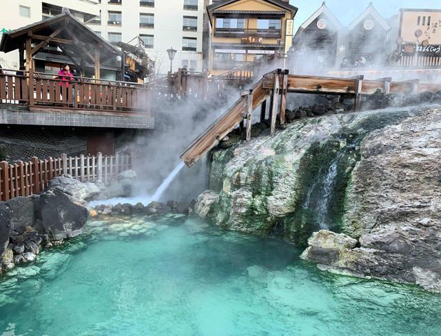 画像: 草津温泉のシンボル・湯畑も見物