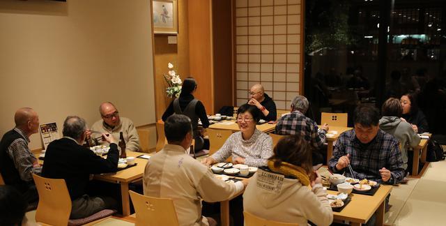 画像: 「夕凪の湯 御宿野乃」では、ゆったりとした空間でバイキングの夕食を満喫