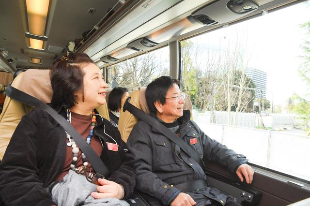 画像: 「ロイヤルクルーザー四季の華 海号」の広い窓から、大きく変貌を遂げつつある東京の景色を眺めます(写真:旅の友編集部撮影)