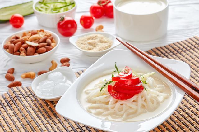 画像: まろやかな豆乳の冷製スープ。 食欲がある時は、お好みでうどんやお肉を足してアレンジしてみてください(イメージ)