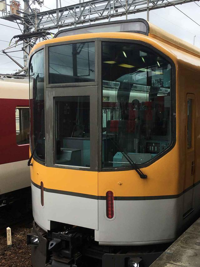 画像: 近鉄団体専用列車「楽」リニューアル前の貴重な写真です。/大塚雅士撮影