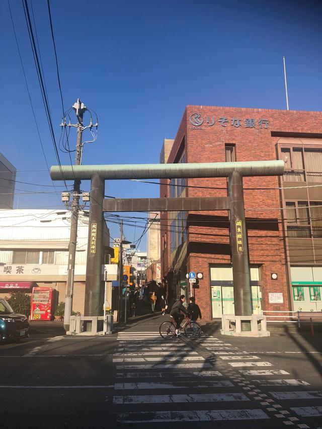 画像: 伊勢原駅前の大山阿夫利神社前社(C)kana
