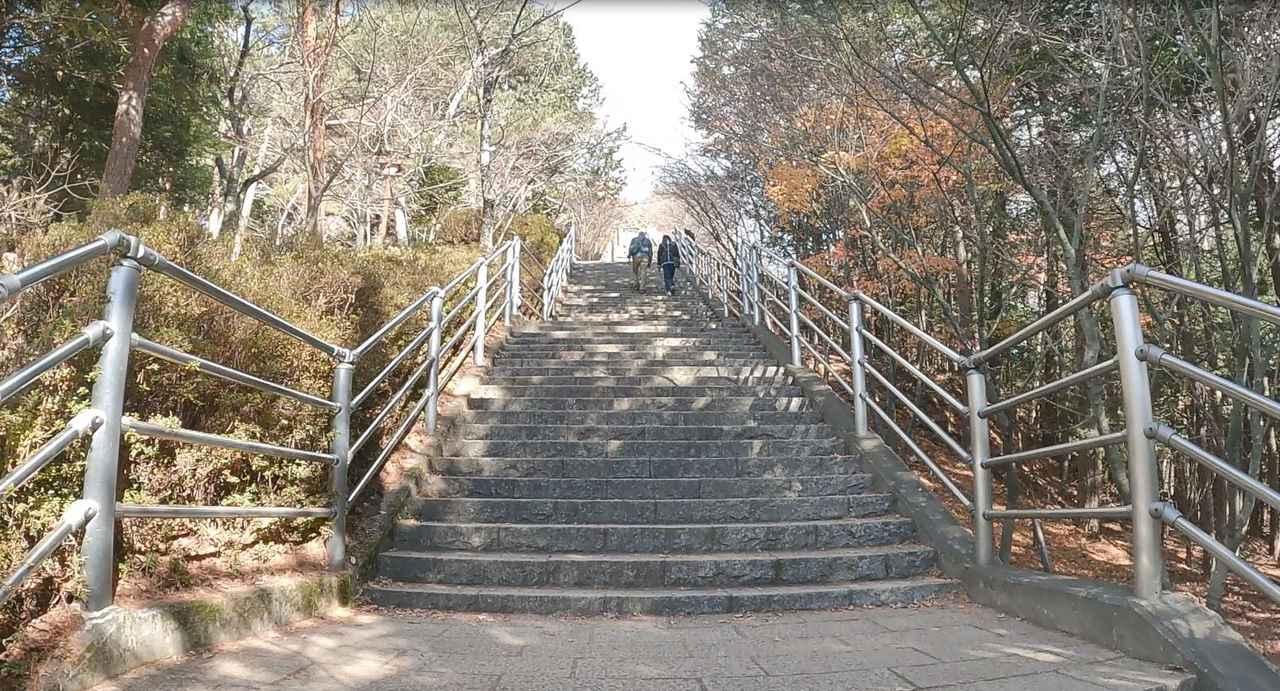 画像: 398段の咲くや姫階段 『忠霊塔と富士山』