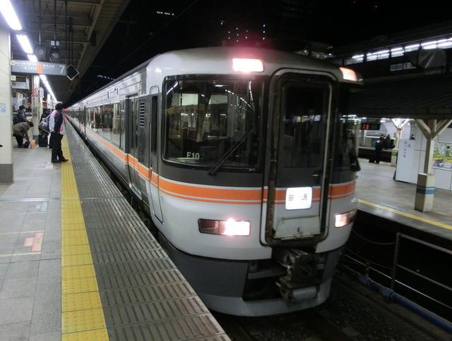 画像: JR東海の373系。東京駅到着後は折り返し普通列車静岡行として運行していた。/ 弊社スタッフ鈴木 悠斗撮影