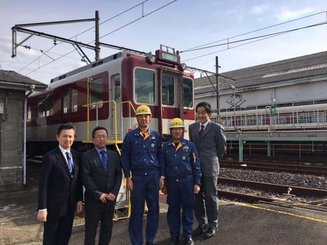 画像: 今回の鮮魚列車でご尽力頂いた近鉄社員の皆様(写真右が筆者)
