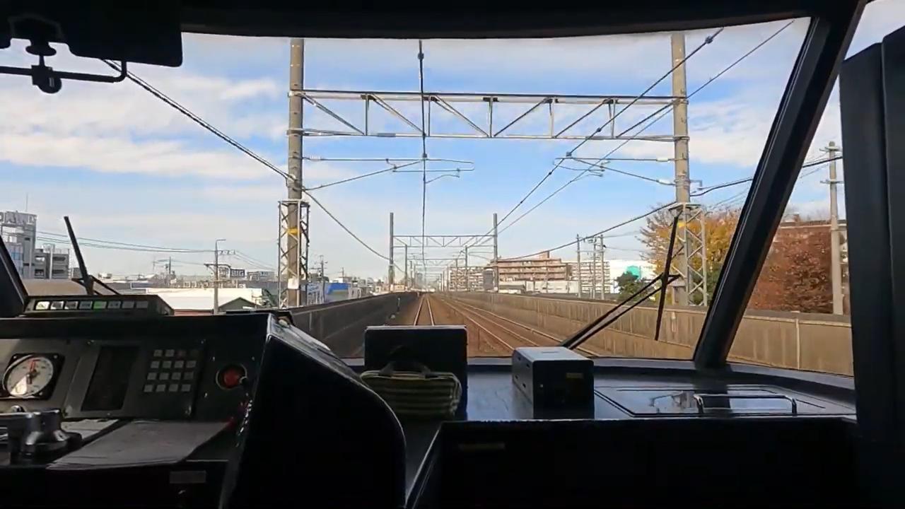 画像: 笠寺駅から名古屋方面に西進するキハ85系の車窓。前面・後面が展望できる構造になっていることが特徴。(弊社社員撮影)
