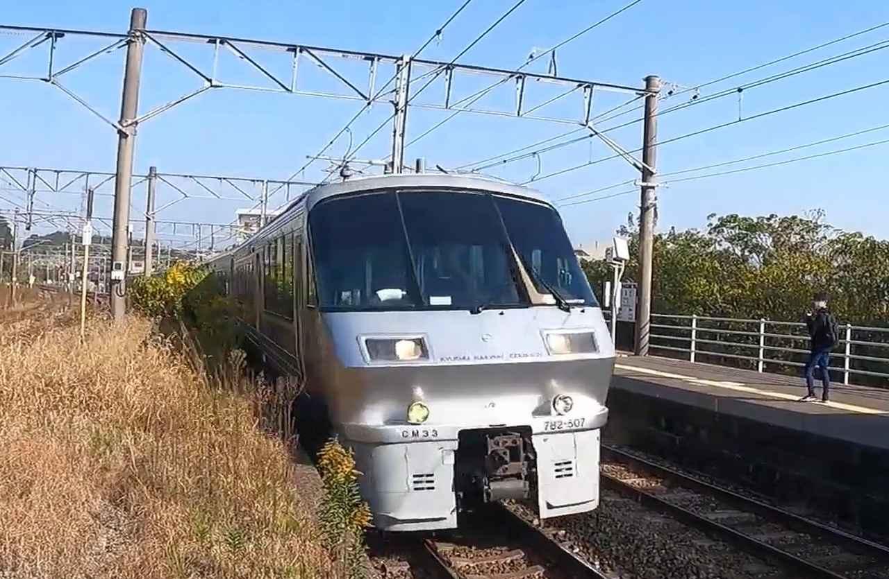 画像: 783系特急型電車。かつては浪漫鉄道の他に熊本の「おてもやん」・博多の「黒田節」といったご当地メロディーが流されていた。/ 弊社社員大塚 雅士撮影