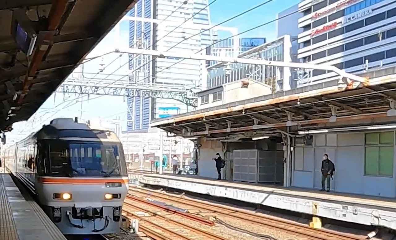 画像: 名古屋駅に入線するキハ85系。名古屋駅とわかる構図でお届けします。(弊社社員撮影)