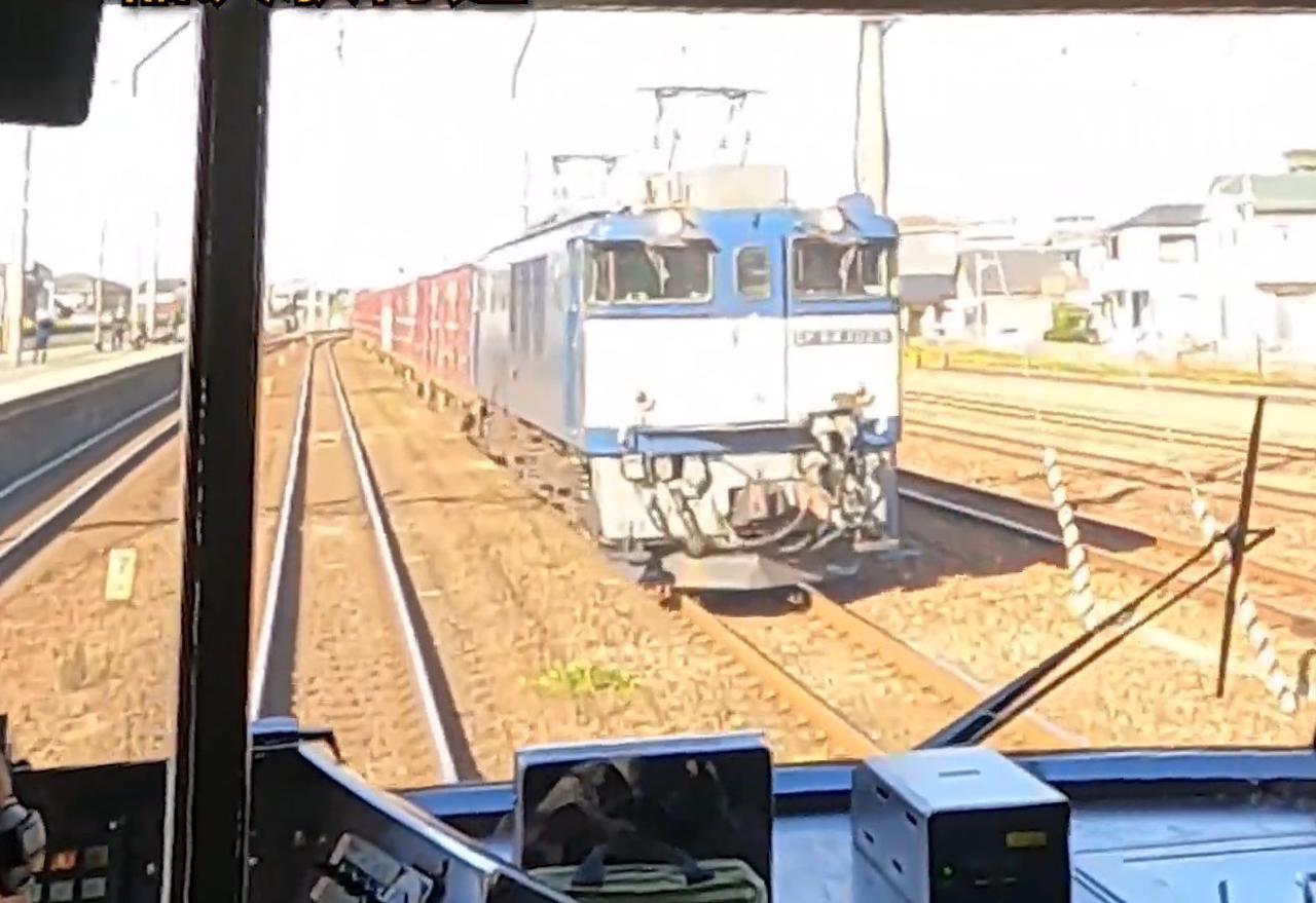 画像: 稲沢貨物線走行中の写真。左は東海道線稲沢駅。(弊社社員撮影)