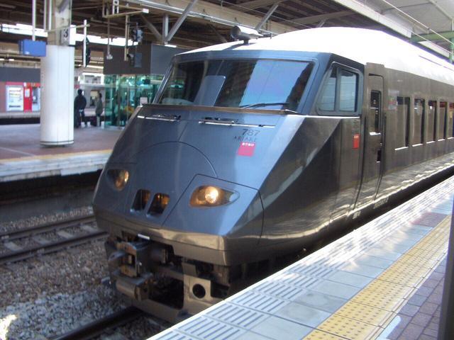 画像: 787系特急型電車。特急つばめも787系が使われていたが、有明専用編成には「ありあけ」と赤いステッカーと「ARIAKE」ロゴが貼られた。/ 弊社社員鈴木 悠斗の関係者が撮影