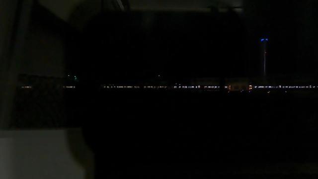 画像: 稲沢貨物ターミナル内。暗闇の先に東海道線の旅客列車が走る様子はまさに銀河鉄道の世界。(弊社社員撮影)