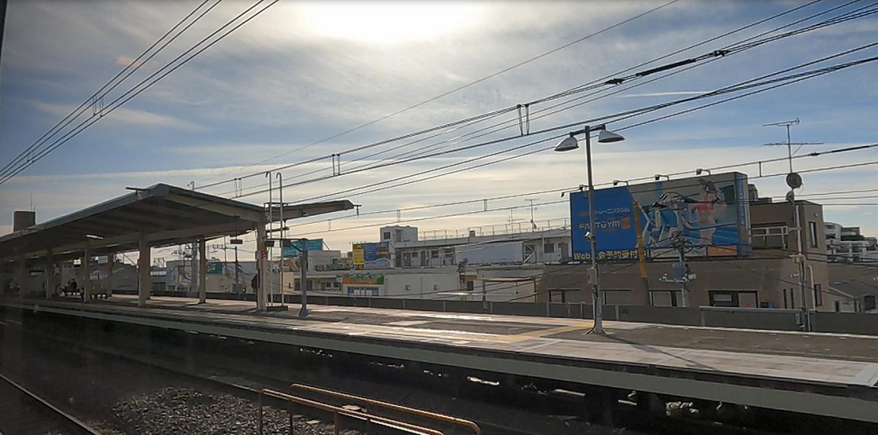 画像: 高速走行をする下総中山駅付近(弊社スタッフ撮影)