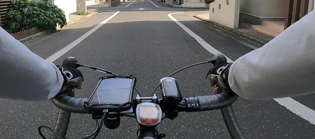 画像: 走行当日、ハンドルにスマートフォンを装着していざ出発@salt