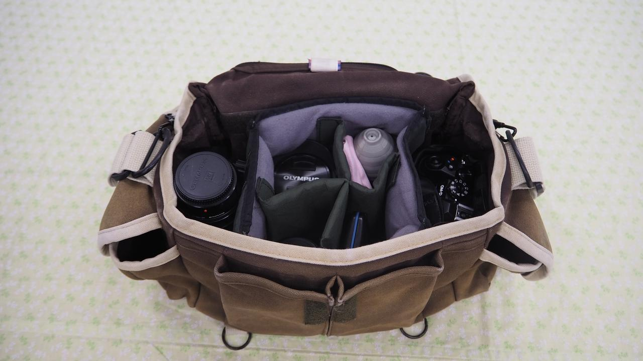 画像: 先生愛用のカメラバッグ(ドンケF-2)