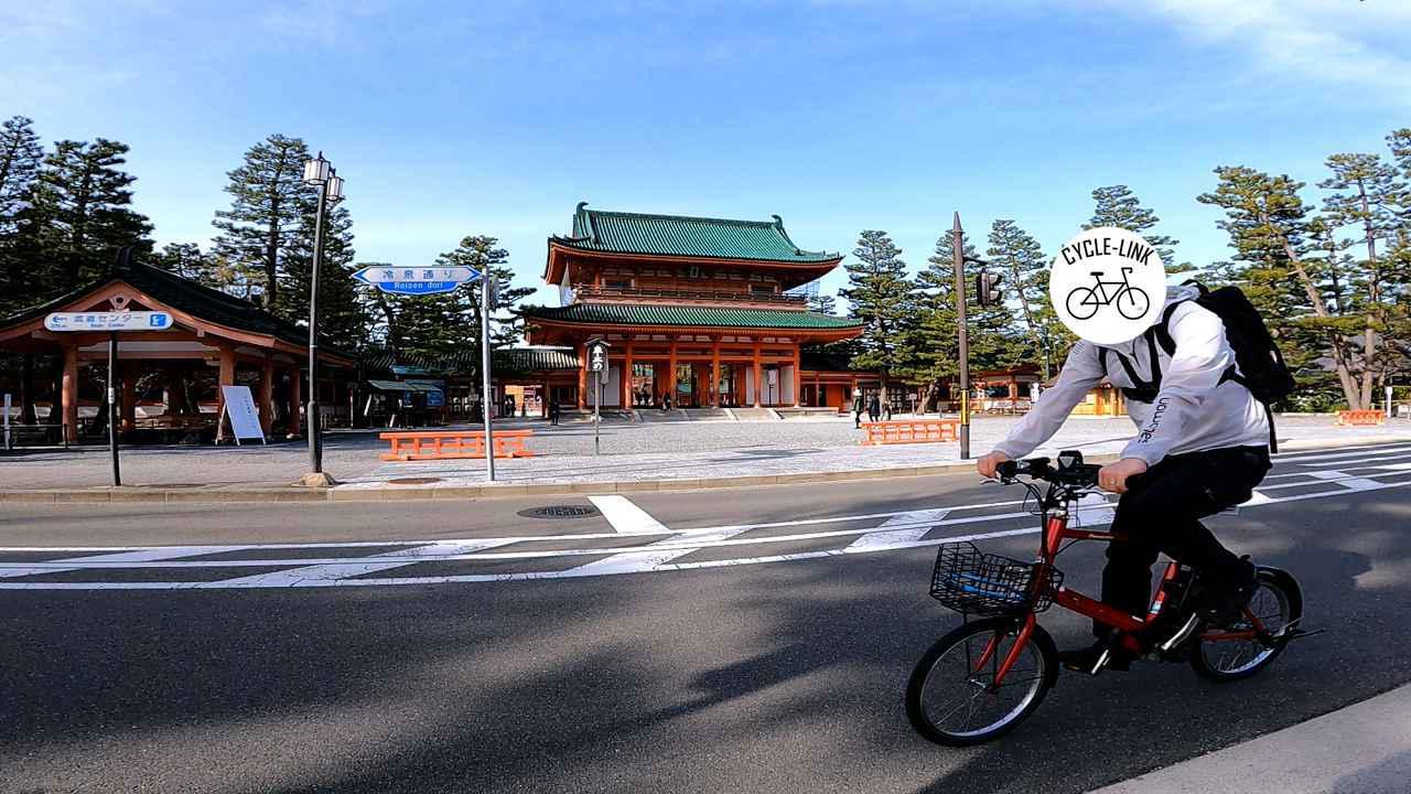 画像: 平安神宮 応天門の前を走るsalt