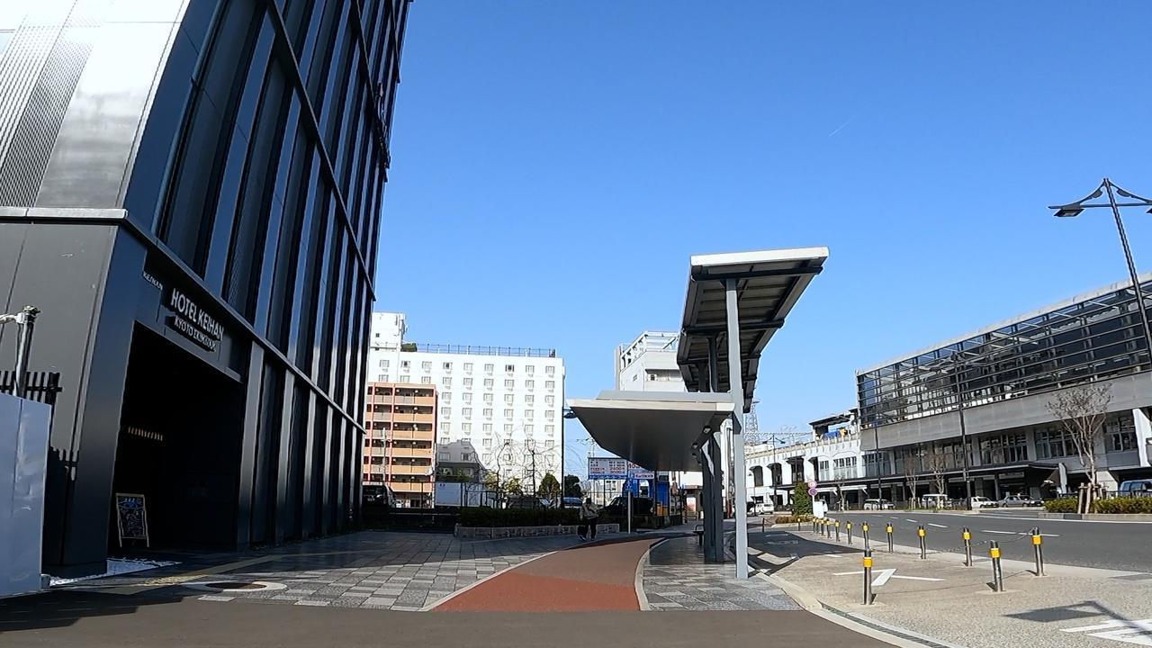 画像: 中央のえんじ色が自転車専用レーン@salt
