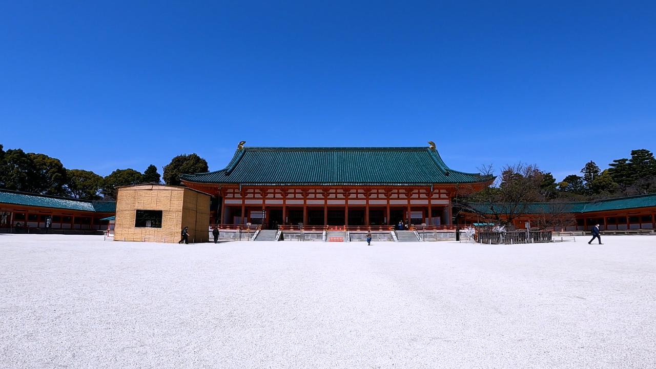 画像: 大極殿/前庭の左右には「左近の桜」「右近の橘」@salt