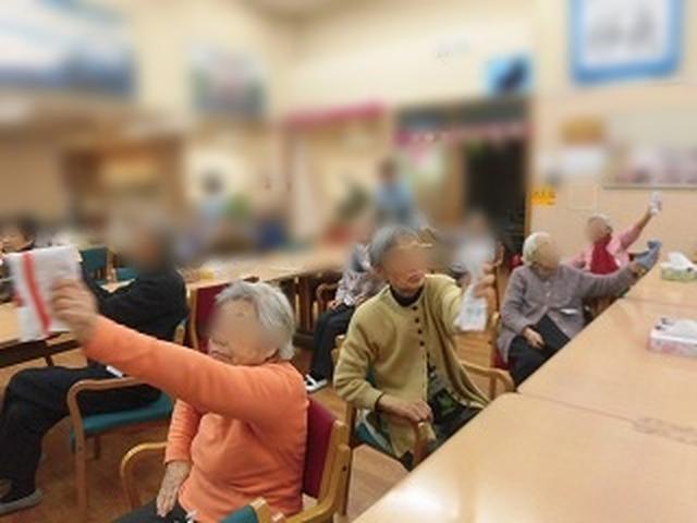 画像: 窓をふくイメージで腕を左右に動かしま~す!