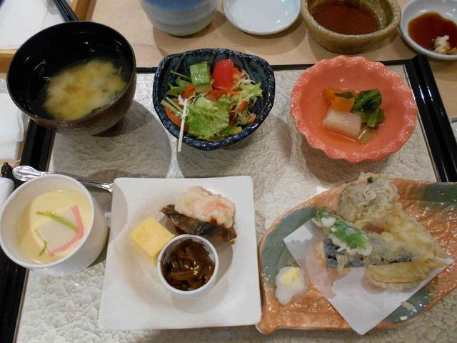 画像: あるメンバーさんは、この日の一週間前に間違えて出かけようとするほど、お寿司をとても楽しみにしていたんですよ~。
