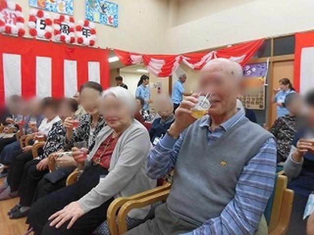 画像: 「乾杯!」(もちろんノンアルコールです)
