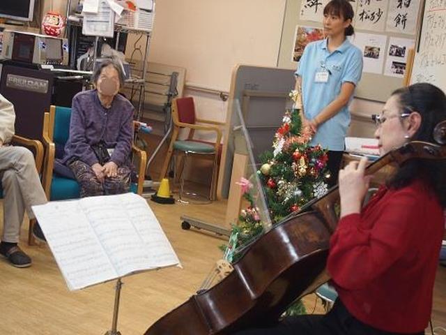画像: クリスマス チェロ演奏