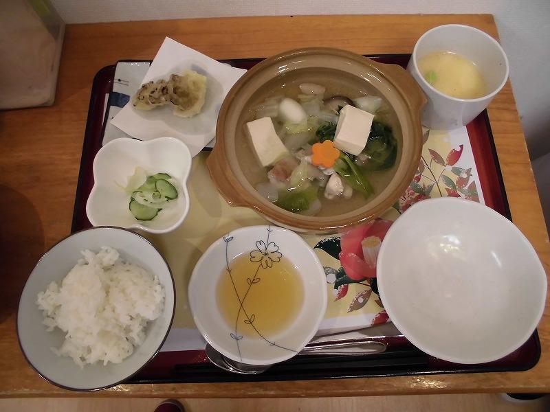 画像: 寒い冬にホッと温まるお鍋です。蓋を開けると湯気が立ち込めて気分は忘年会です♪