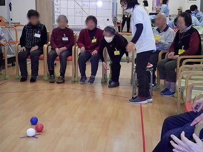 画像1: 早速赤チーム、青チームに分かれて競技開始!
