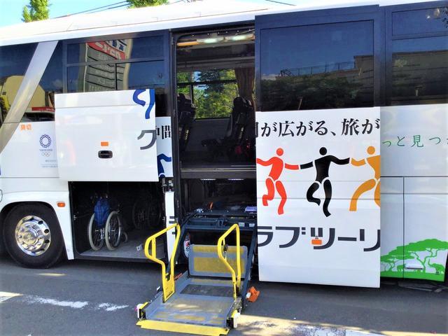 画像: 車イスの方が車イスに乗ったまま乗車できる リフトも自慢の一つです。