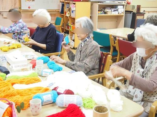 画像2: 手工芸 毛糸のボンボン
